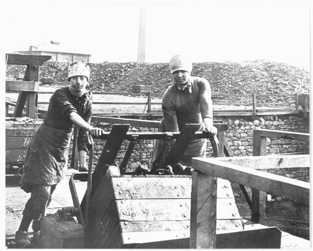 Файл:Women miners-16.jpg