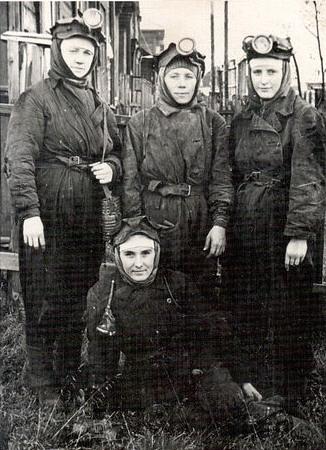 Файл:Women miners-34.jpg