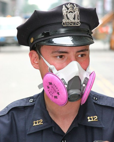 Файл:Police officer wearing half-mask respirator.jpg