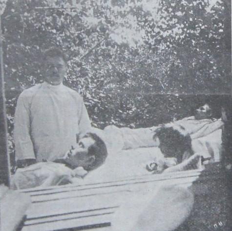Файл:В саду Рыковской больницы.jpg