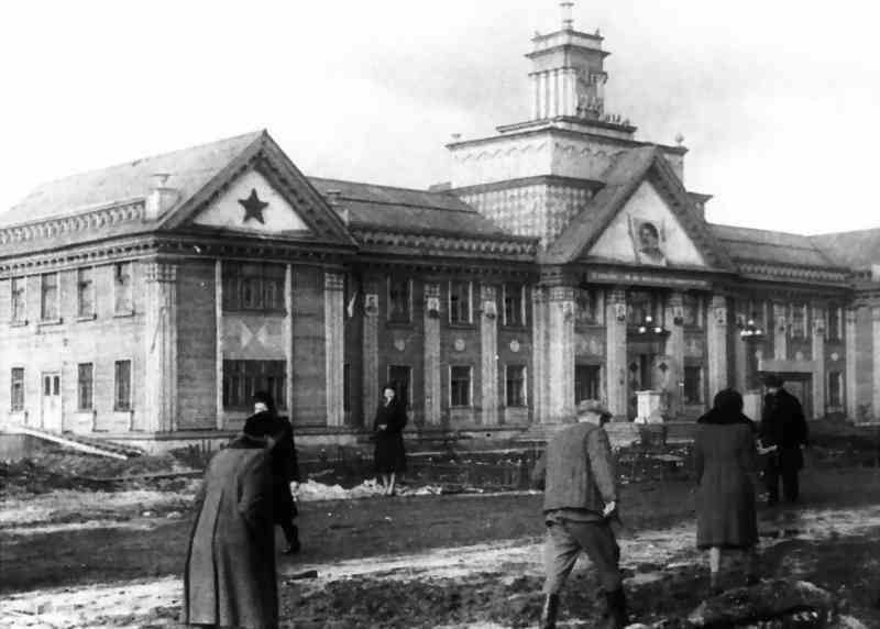 Файл:Первое здание комбината Воркутауголь, 1943 год.jpg
