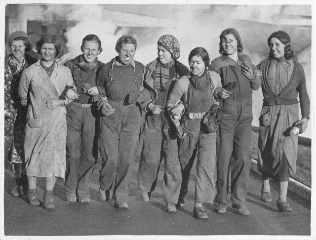 Файл:Women miners-18.jpg