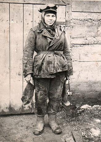 Файл:Women miners-31.jpg