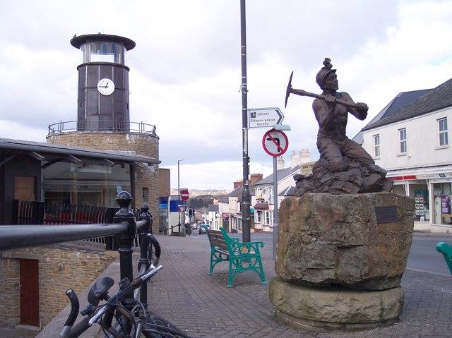 Файл:Cinderford Miners Memorial.jpg