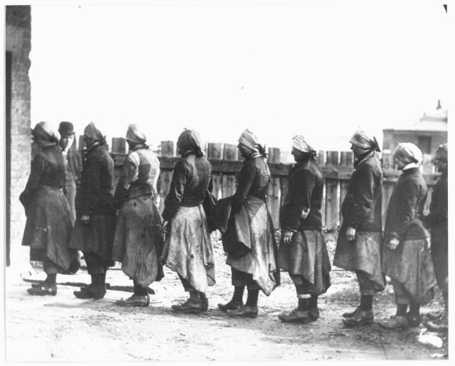 Файл:Women miners-15.jpg