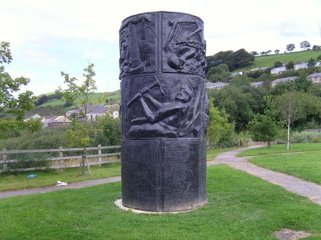 Файл:Memorial of Senghenydd.jpg