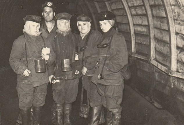 Файл:Women miners-57.jpg