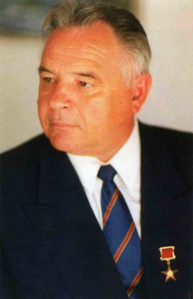 Файл:Кузнецов В.И (Кузбассразрезуголь).jpg