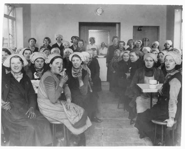 Файл:Women miners-20.jpg