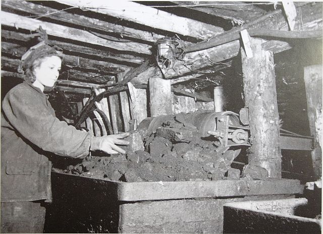 Файл:Women & Mines-12.jpg