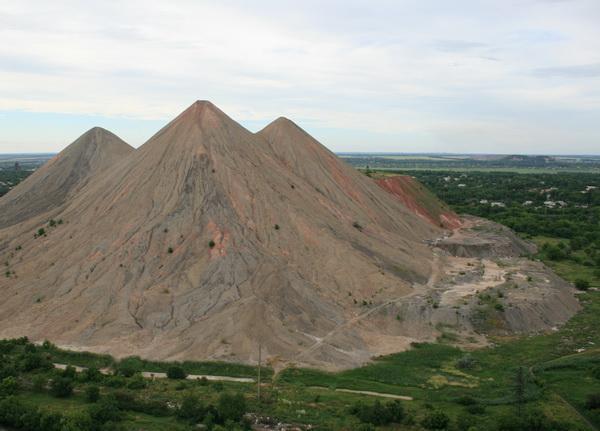 Файл:Террикон шахты им. Челюскинцев.jpg