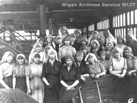 Файл:Women miners-13.jpg