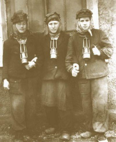 Файл:Women miners-32.jpg