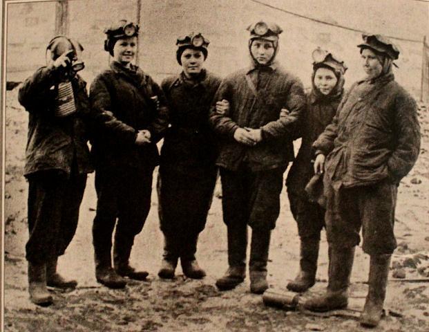 Файл:Women miners-55.jpg