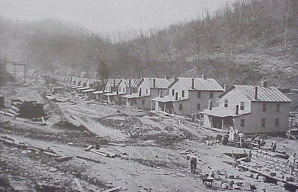Файл:Co Housing under constr. Mine No.303 Elkhorn Mining Corp 1914.jpg