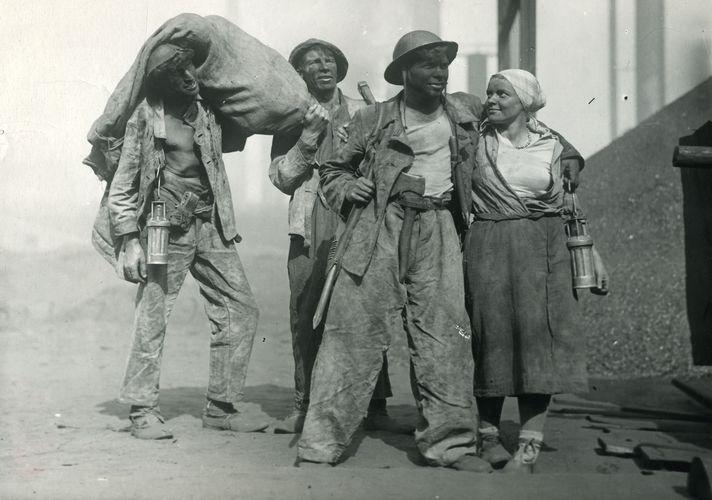 Файл:Шахтеры 1937-2.jpg