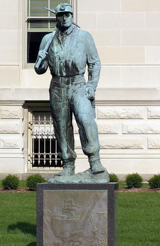 Файл:Памятник Индиана.jpg