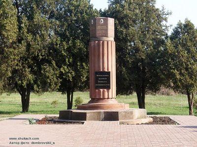 Памятник с крестом Коркино Ваза. Токовский гранит Нерчинск