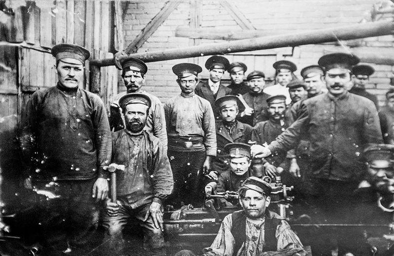Файл:Рабочие Западно-Донецкого рудника.jpg