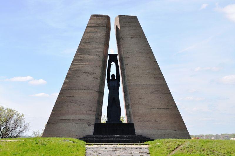 Файл:Мемориал жертвам фашизма на шахте им. Красина.jpg