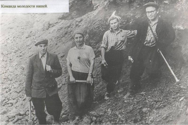 Файл:Геологи в Юго-Восточном карьере.jpg