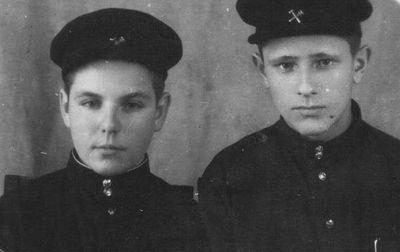 1955 год. Слева ветеран шахты Лузан Григорий Яковлевич