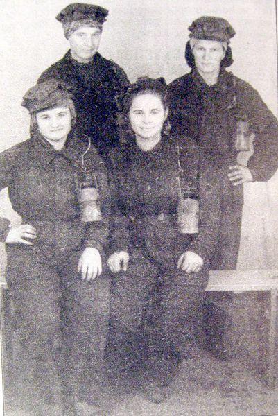 Файл:Women miners-21.jpg