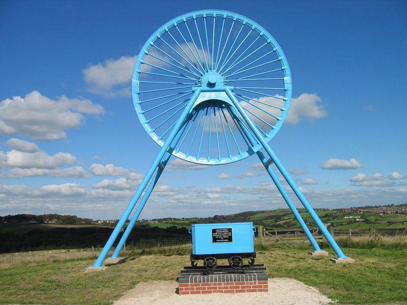 Файл:Miners Memorial Staffordshire.JPG