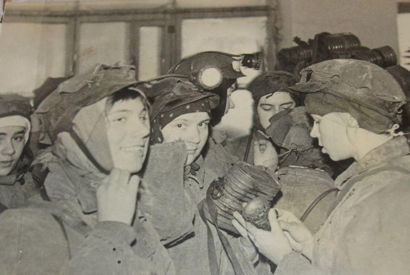 Файл:Women miners-75.jpg