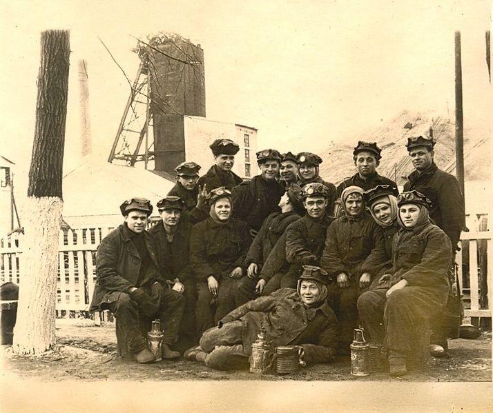 Файл:Women miners-40.jpg