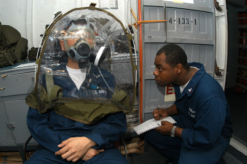 Файл:US Navy 040128-N-8955H-003 Damage Controlman 3rd Class James Allen from Oakland, Calif., conducts a MCU-2P Gas Mask fit test using a TDA 99M respirator functional testing system on Disbursing Clerk Seaman Recruit Aidan .jpg