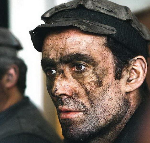 Файл:Румынские шахтеры.jpg