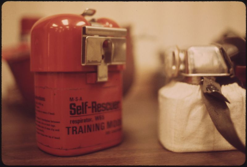 Файл:MODEL OF A SELF RESCUER USED FOR TRAINING PURPOSES BY THE STAFF OF THE ISLAND CREEK COAL COMPANY AT ITS TRAINING... - NARA - 556379.jpg