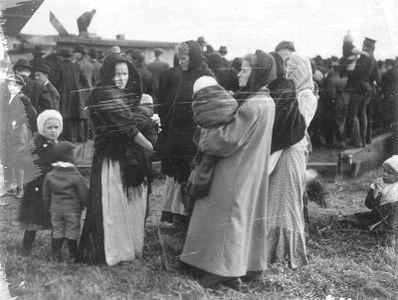 Жены шахтеров в ожидании новостей