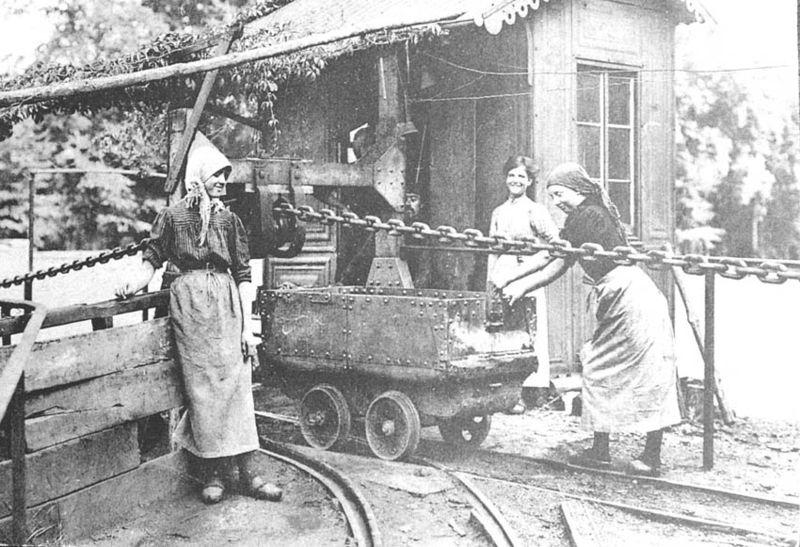 Файл:Women & Mines-3.jpg