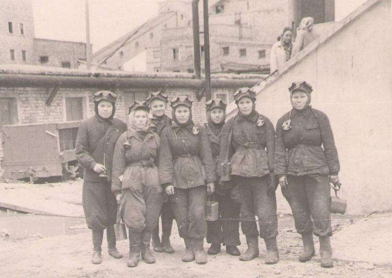 Файл:Women miners-48.jpg