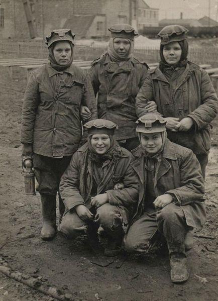 Файл:Women miners-68.jpg