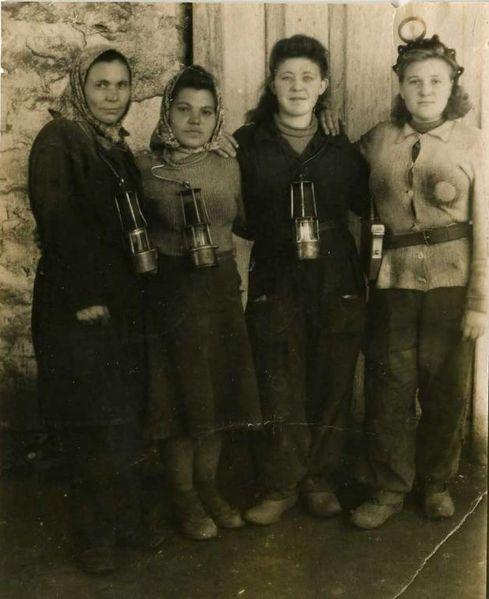 Файл:Women miners-73.jpg