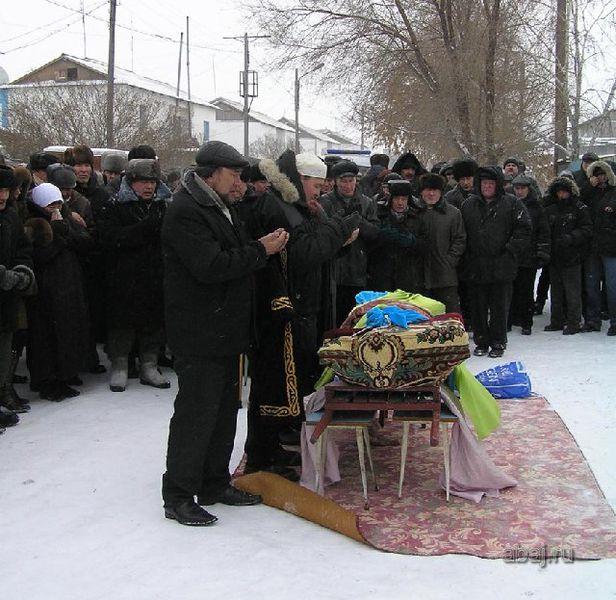 Файл:Похороны на Абайской.jpg