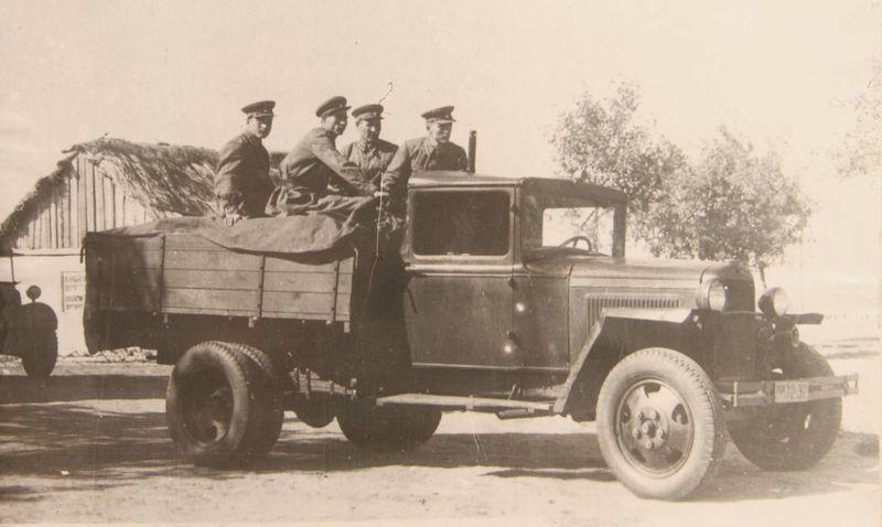 Файл:Выезд отделения на автомобиле ГАЗ АА, 1945 г.jpg