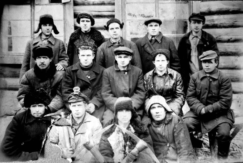 Файл:Бригада Зайнутдинова, шахта Манеиха.jpg