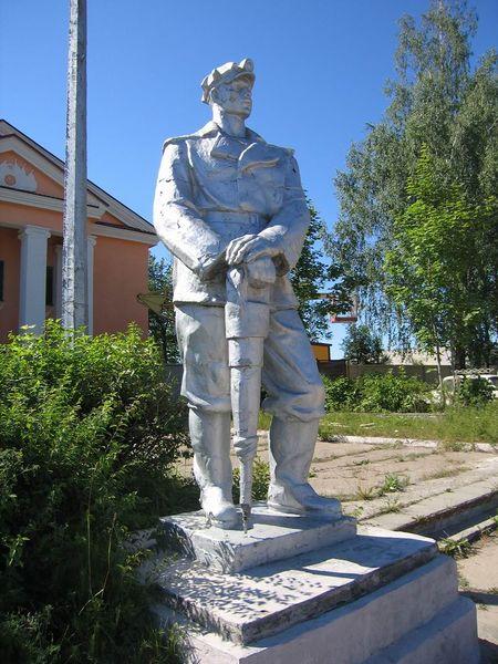 Файл:Памятник горняку Сланцы.jpg