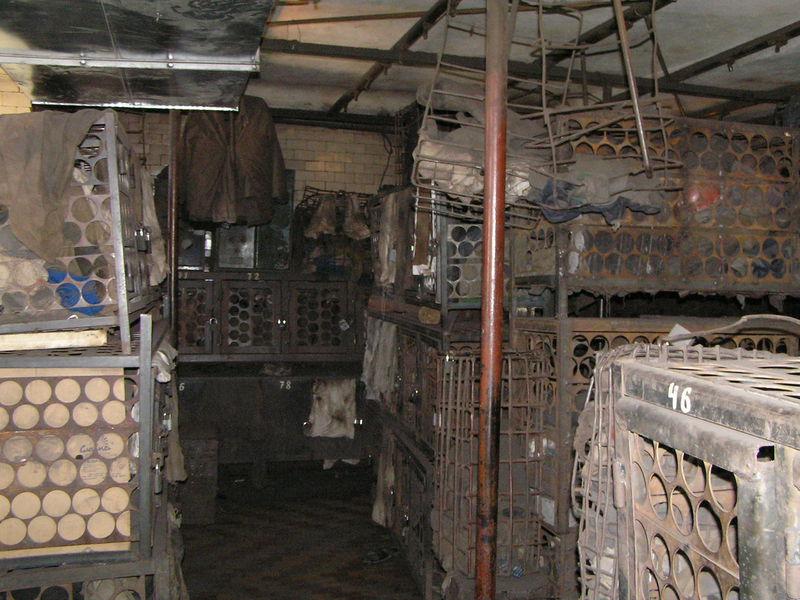 Файл:Рабочая баня шахты Баракова сентябрь 2007-5.JPG
