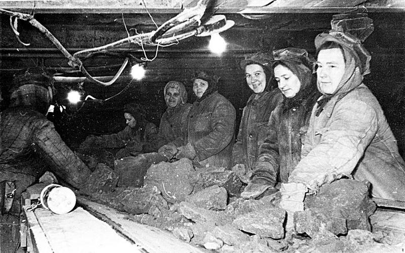 Файл:Породовыборщицы шахты Кашпирская.jpg