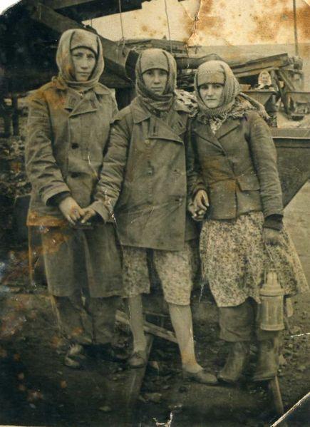 Файл:Women miners-76.jpg
