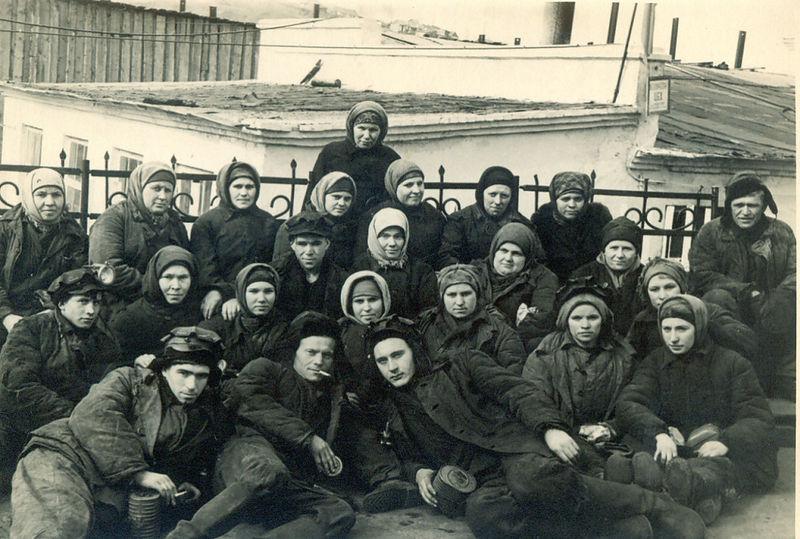 Файл:Women miners-44.jpg