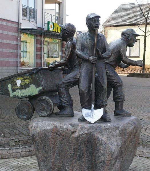 Файл:Памятник шахтерам Мехерних, Германия.jpg