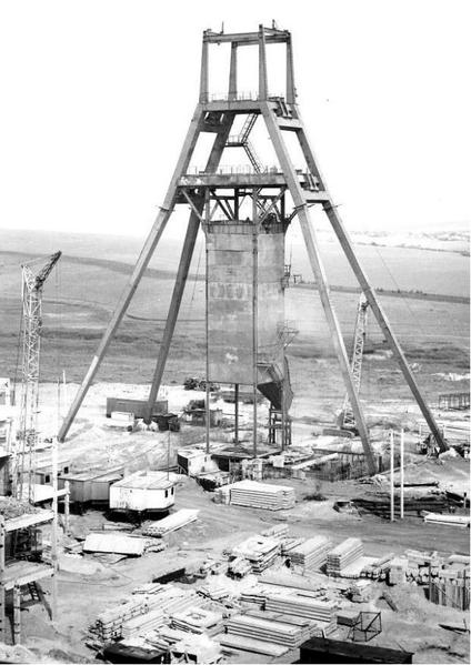 Файл:Сооружение копра на шахте им. Героев Космоса.png